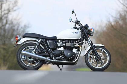 TRIUMPH BONNEVILLE 900  (2000-on)