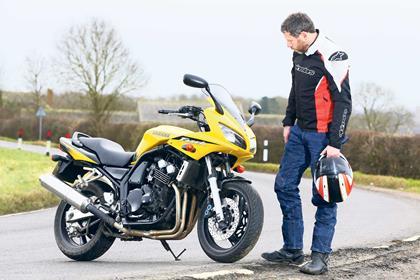 MCN journalist Jon Urry with the Yamaha FZS600 Fazer