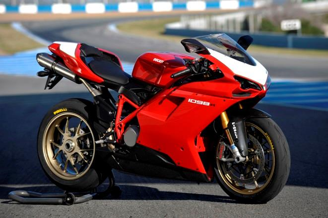 Ducati Diavel Vs Hayabusa