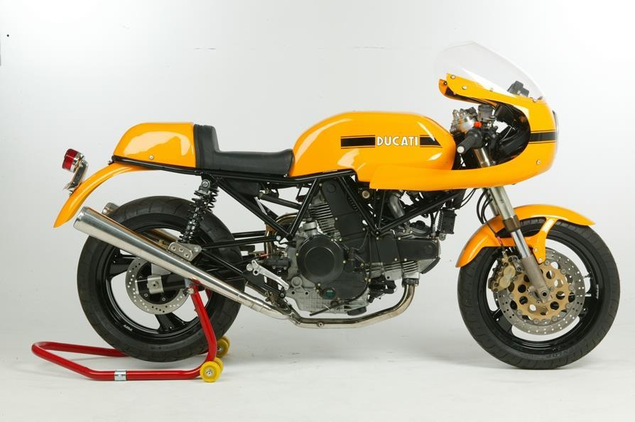 Retro Ducati 900SS