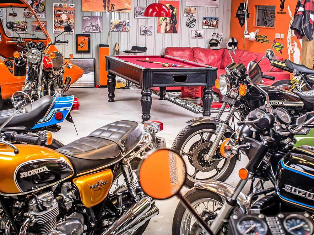 Inside the ultimate 70s man cave. Help yourself to fondue | MCN