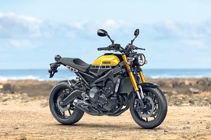 Yamaha XSR900 static side profile on a beach