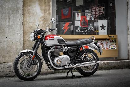Triumph Bonneville T120 static side profile