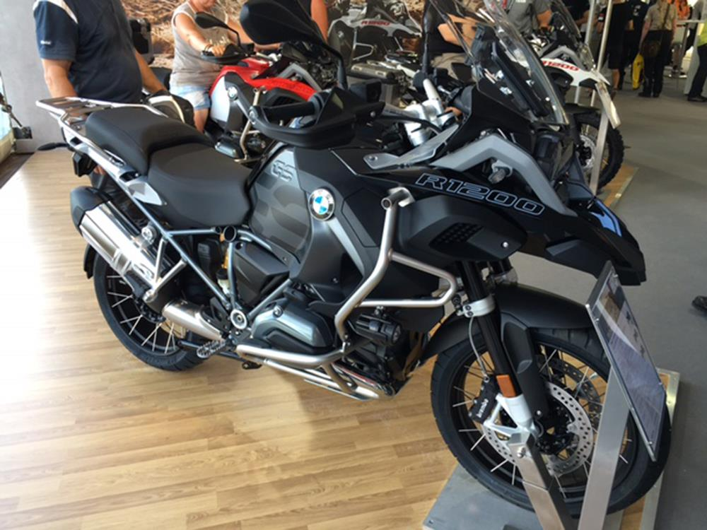 2017 bmw r1200 gs adventure triple black youtube. Black Bedroom Furniture Sets. Home Design Ideas