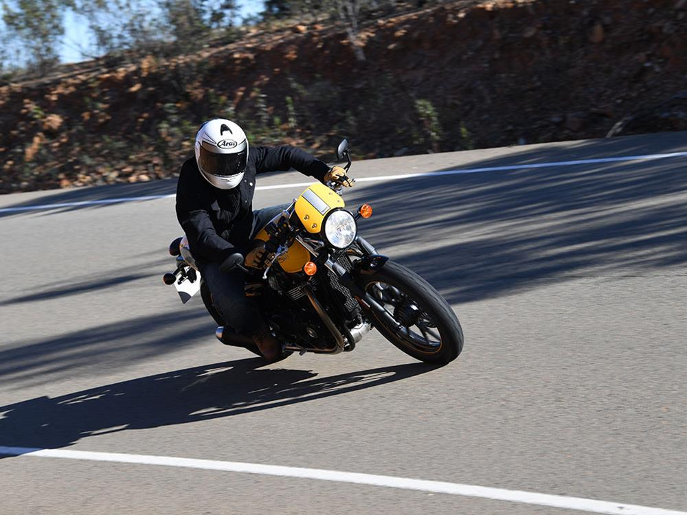 """street cup first ride: """"triumph has done a great job"""" 
