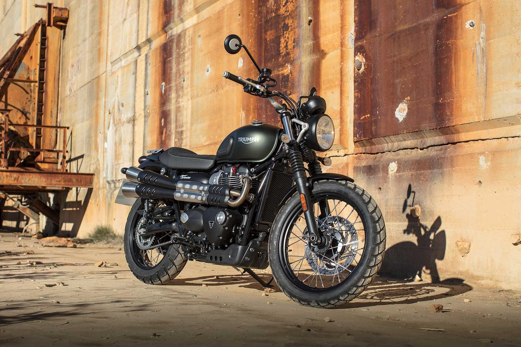 triumph street scrambler first ride smoother and more fun mcn. Black Bedroom Furniture Sets. Home Design Ideas
