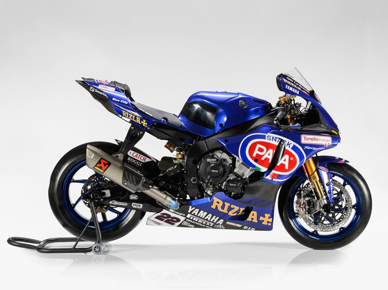 Gallery: PATA Yamaha lift covers off 2017 YZF-R1 | MCN