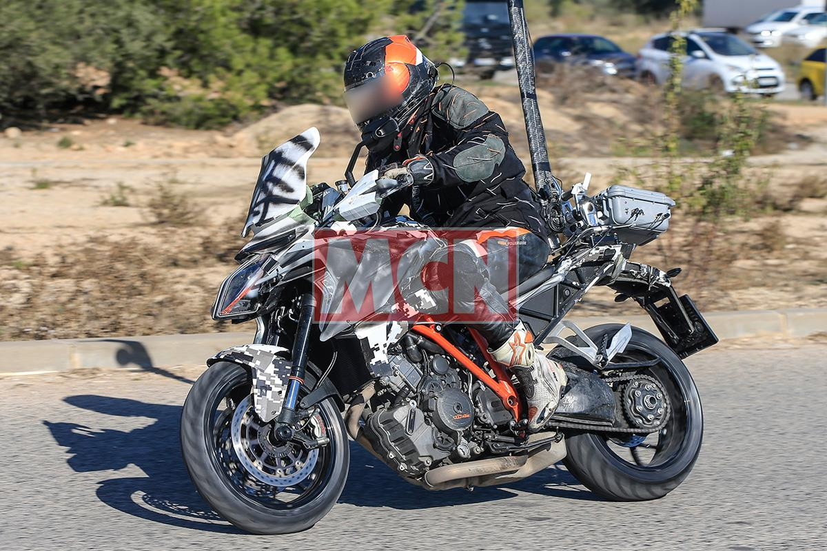 updated ktm super duke gt spotted during tests mcn. Black Bedroom Furniture Sets. Home Design Ideas