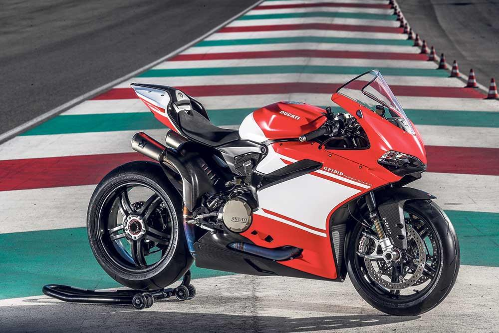 ducati 1299 superleggera 2017 on review mcn. Black Bedroom Furniture Sets. Home Design Ideas