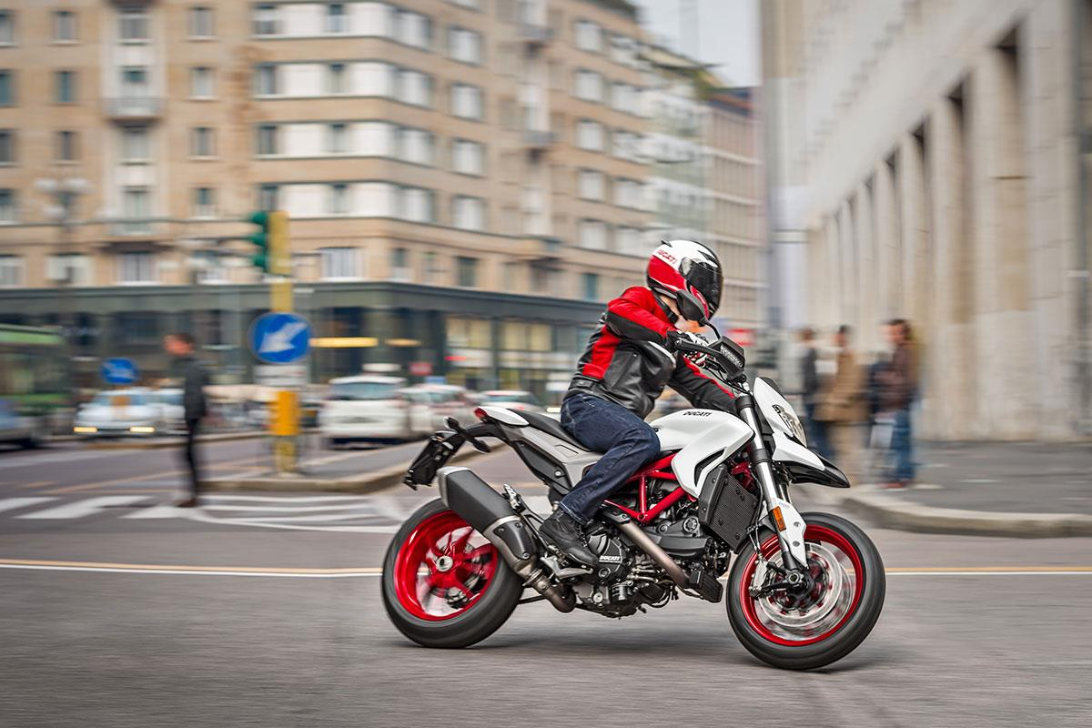 ducati hypermotard 939 now available in white mcn. Black Bedroom Furniture Sets. Home Design Ideas