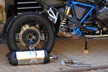 MCN Fleet: BMW R1200GS Rallye's pipe and slippers