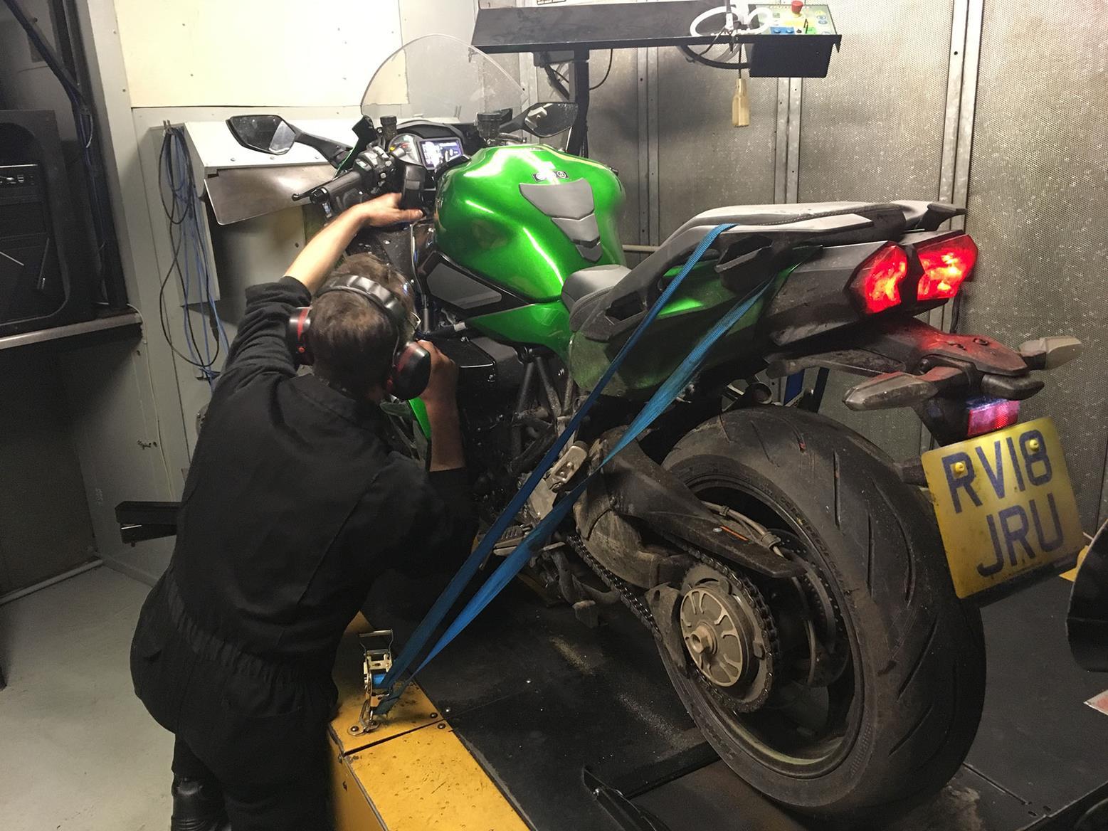 Kawasaki Ninja H2 Sx Vs Zzr1400 On The Dyno Mcn Z1000 Lighting System Circuit