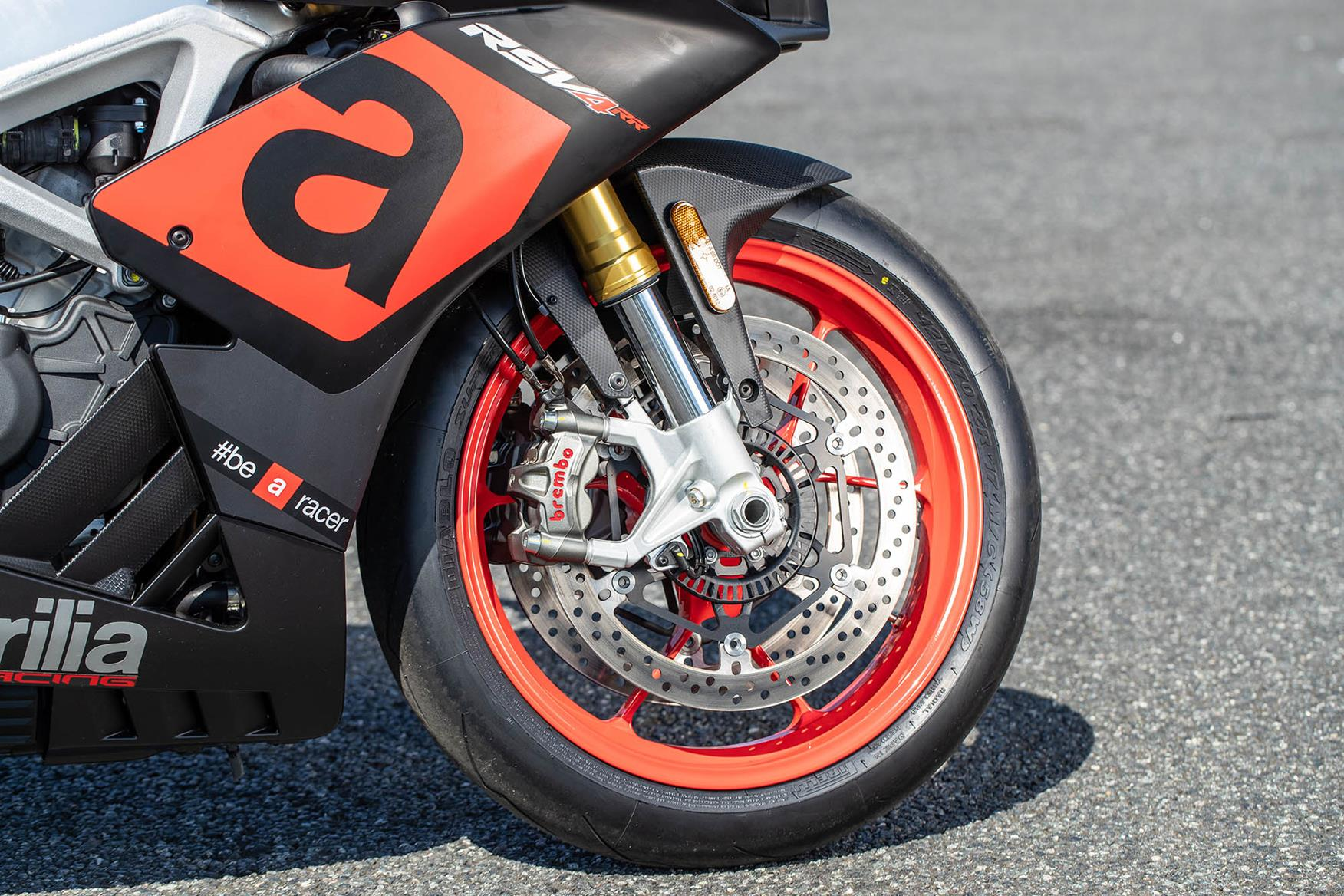 Awesome Aprilia Rsv4 Rr 2018 On Review Speed Specs Prices Mcn Uwap Interior Chair Design Uwaporg