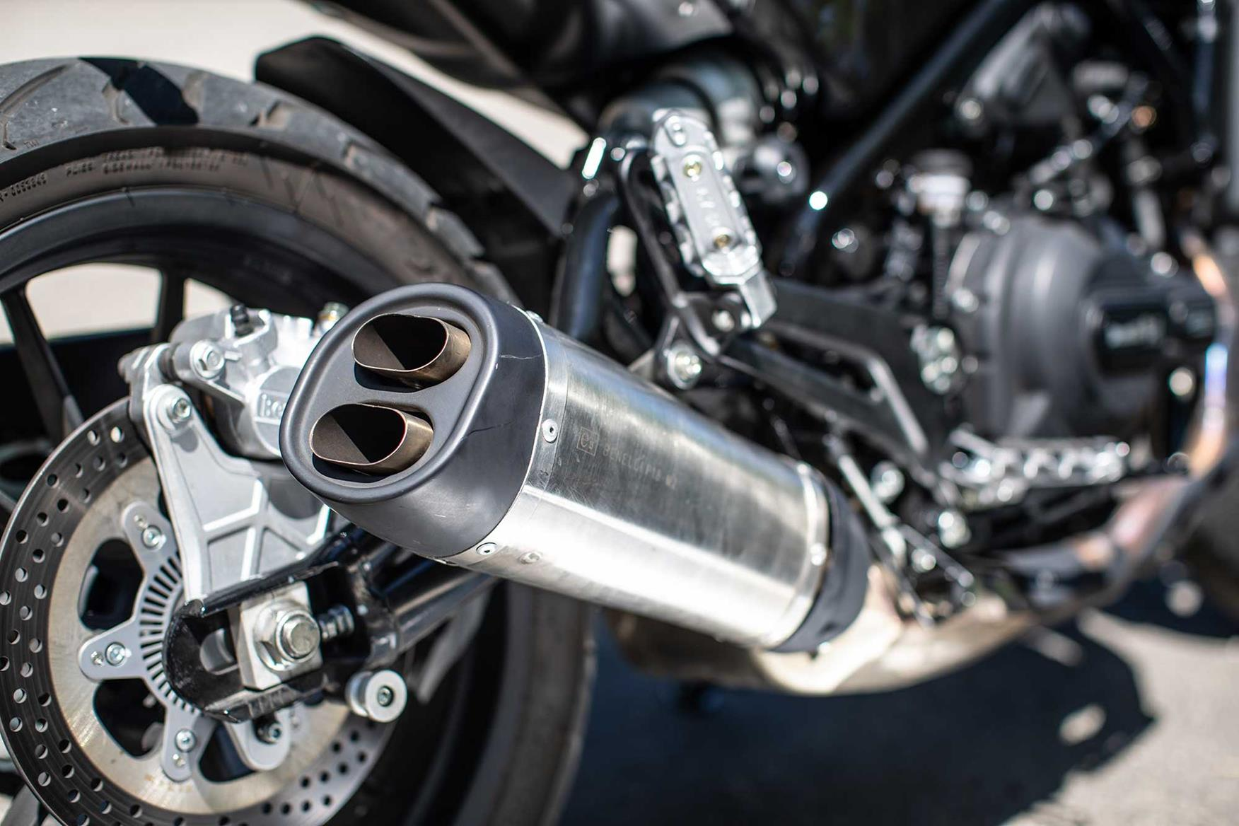 Prime Benelli Leoncino 2018 On Review Speed Specs Prices Mcn Ibusinesslaw Wood Chair Design Ideas Ibusinesslaworg