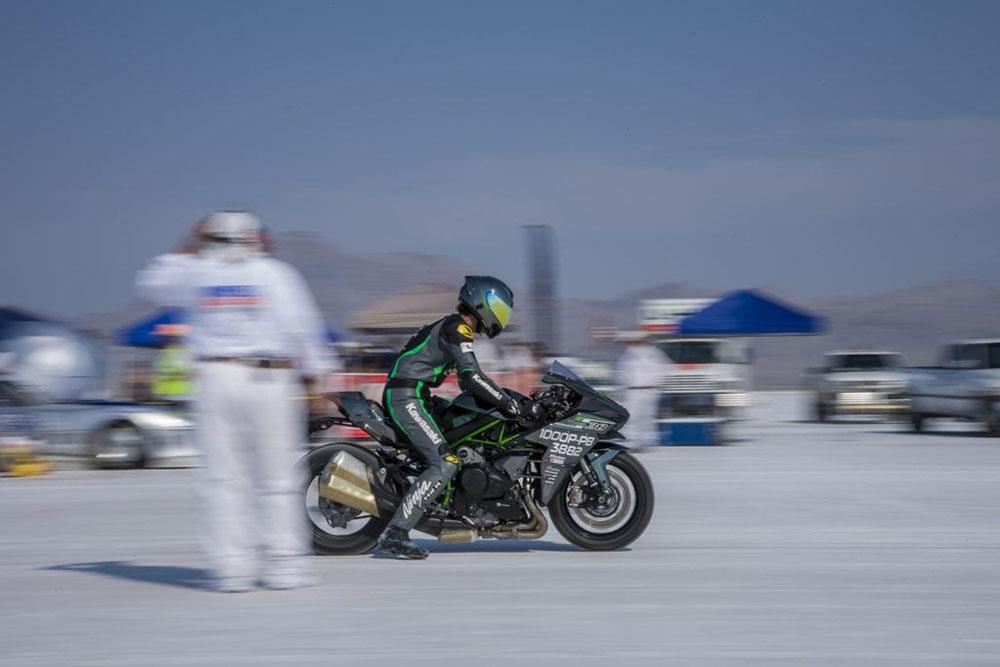 Video Kawasaki Ninja H2 Hits 209mph At Bonneville Speed Week