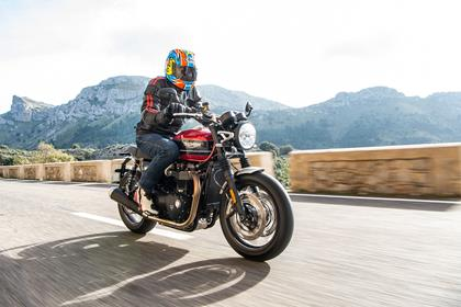 Triumph Speed Twin 1200 in action