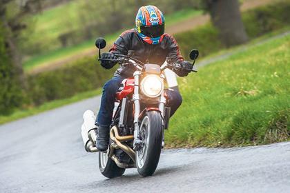 Moto Morini Milano cornering
