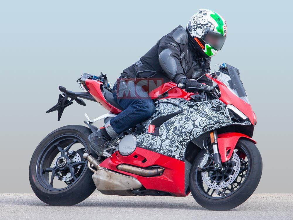 Ducati Panigale 959 spy shot