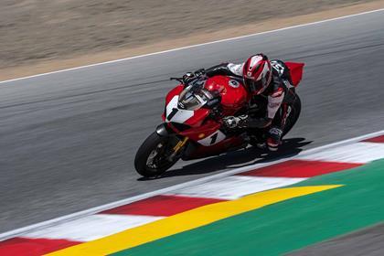 Ducati Panigale V4 25° Anniversario 916 cornering
