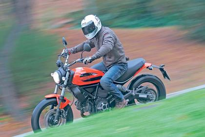 Cornering on the Ducati Scrambler Sixty2