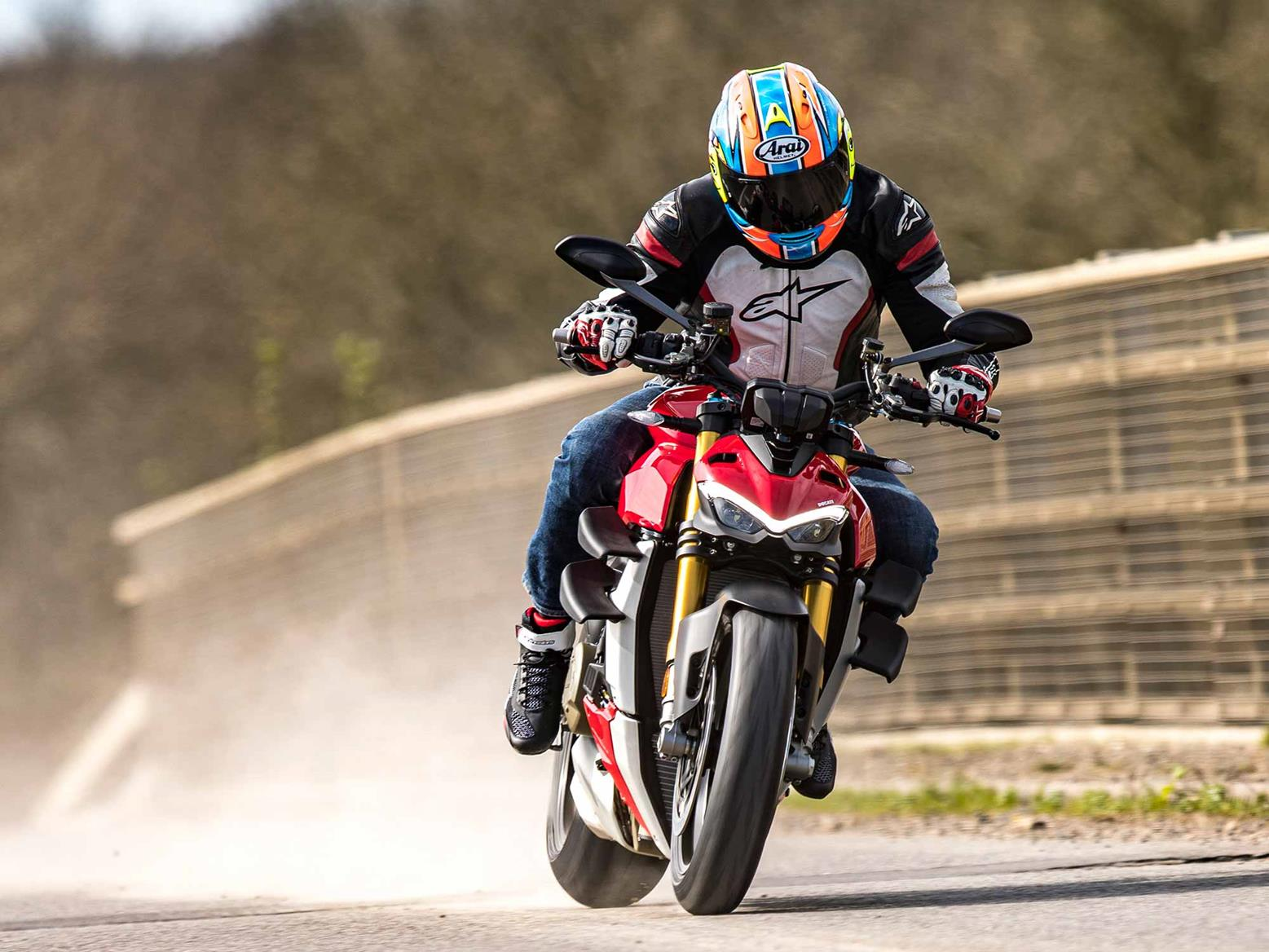 DUCATI STREETFIGHTER V4S (2020-on) Review