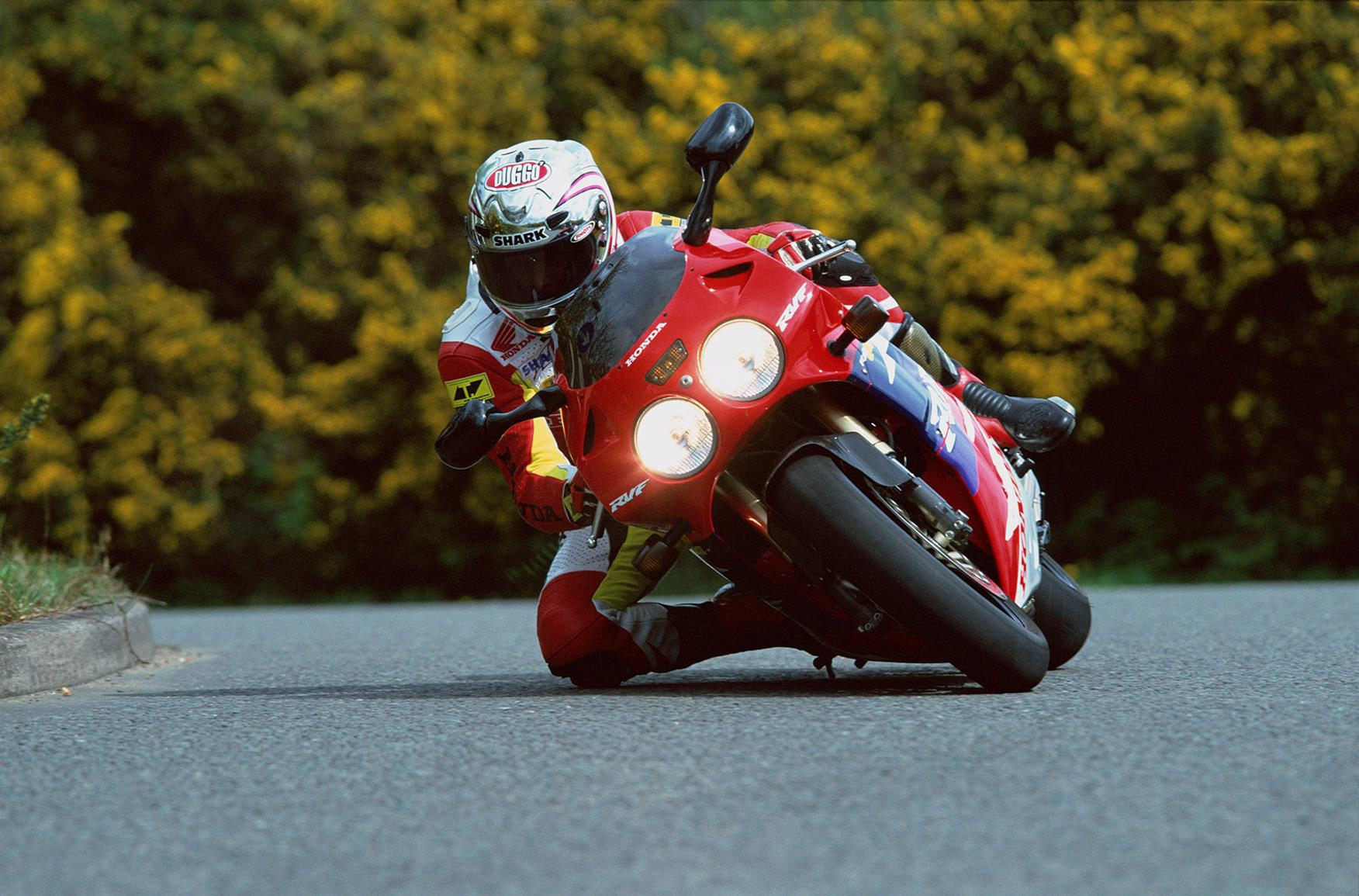Honda RC45 knee down