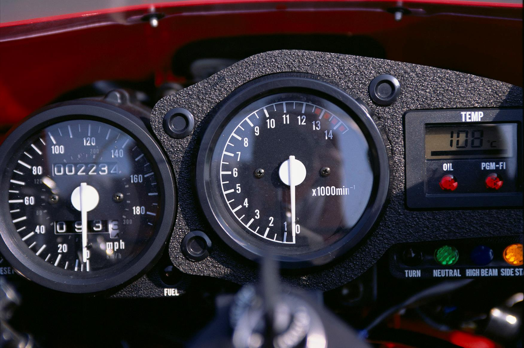 Honda RC45 dash