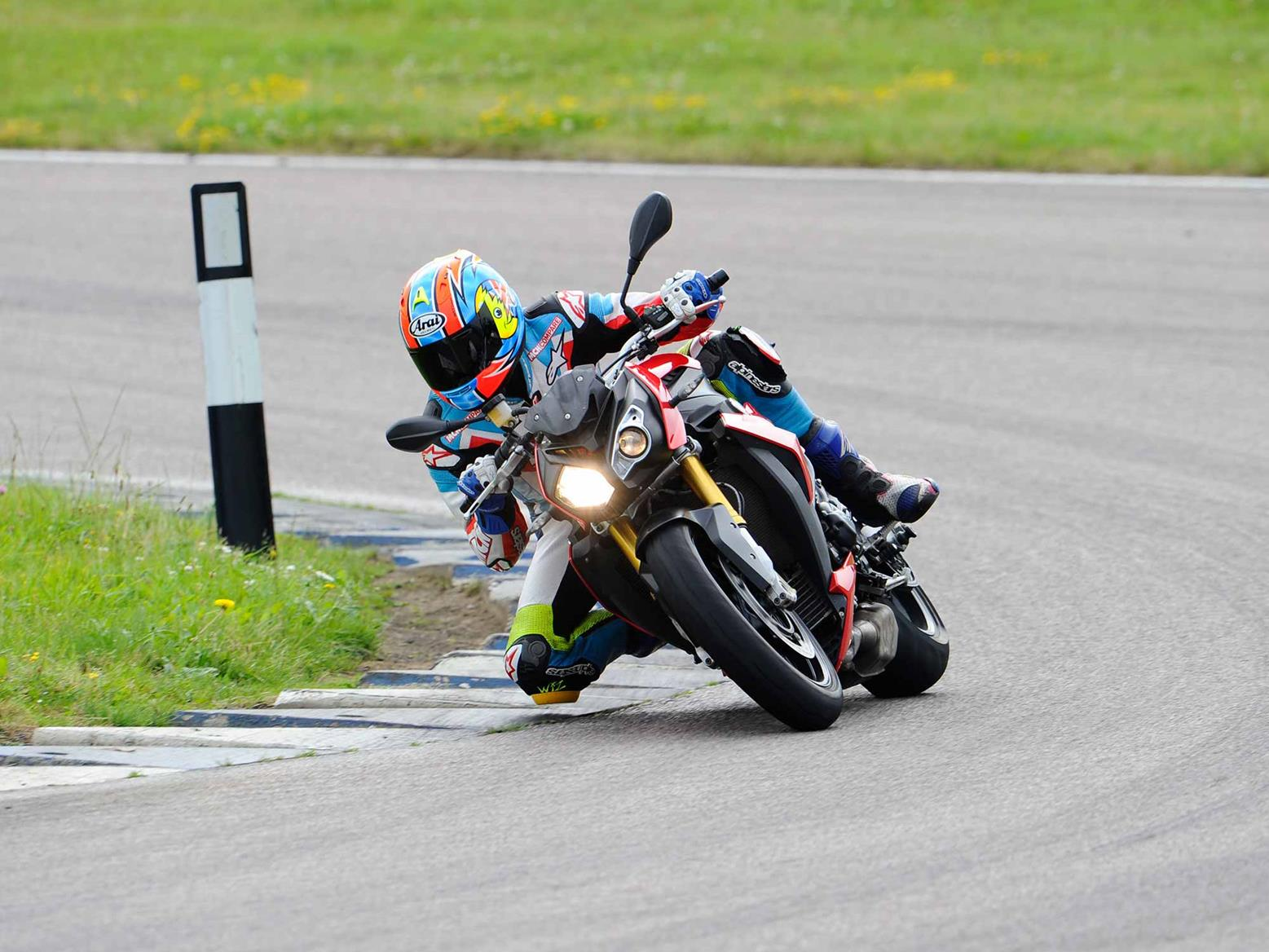Cornering on the BMW S1000R