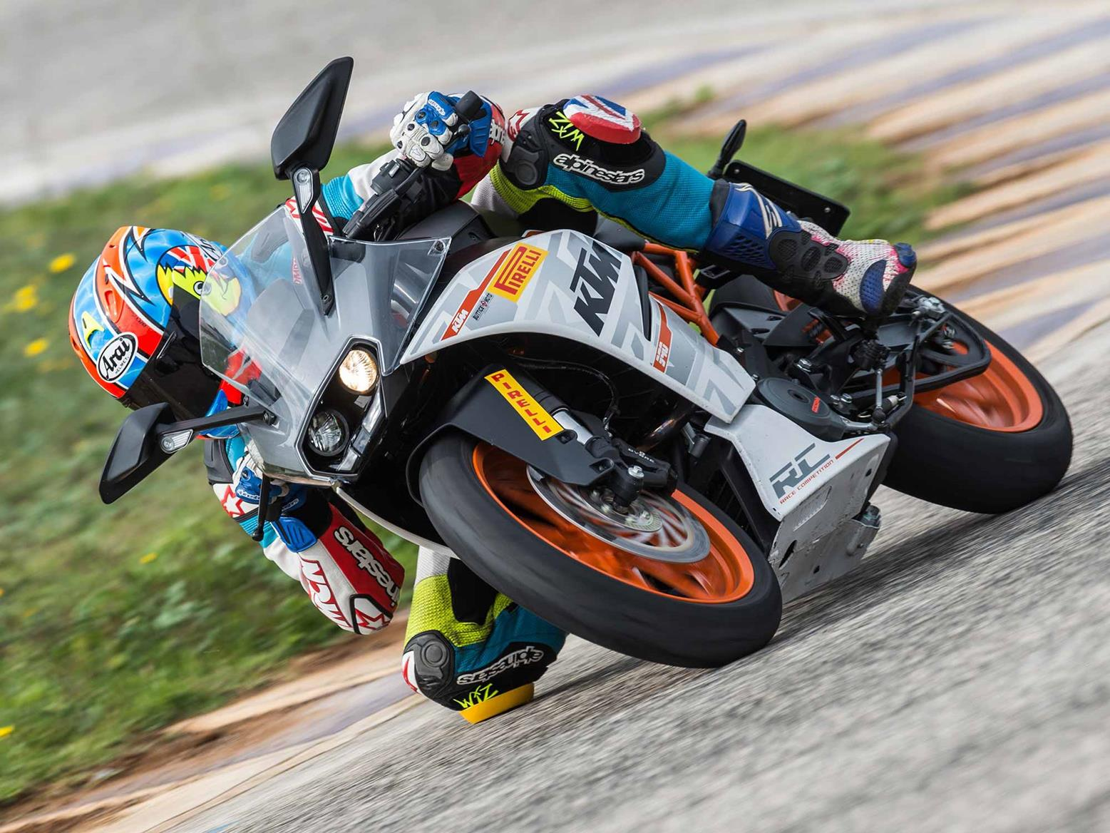 Riding the KTM RC390 on track