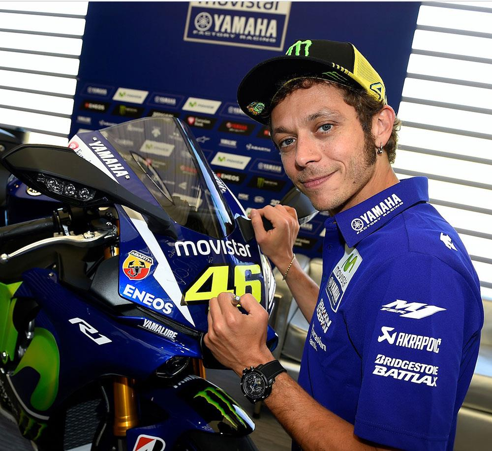 yamaha r1 signed by valentino rossi up for auction mcn. Black Bedroom Furniture Sets. Home Design Ideas
