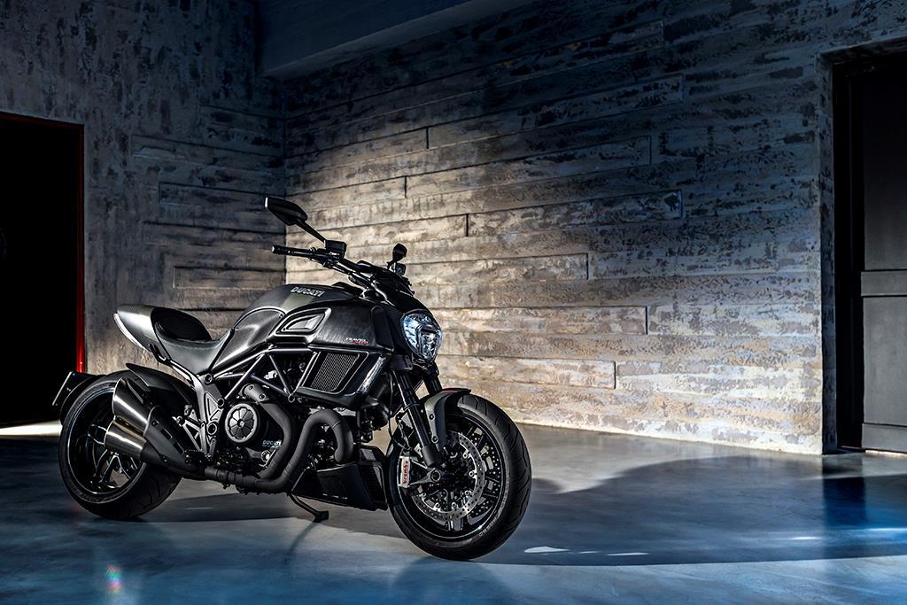 2016 Ducati Diavel Carbon Revealed ...