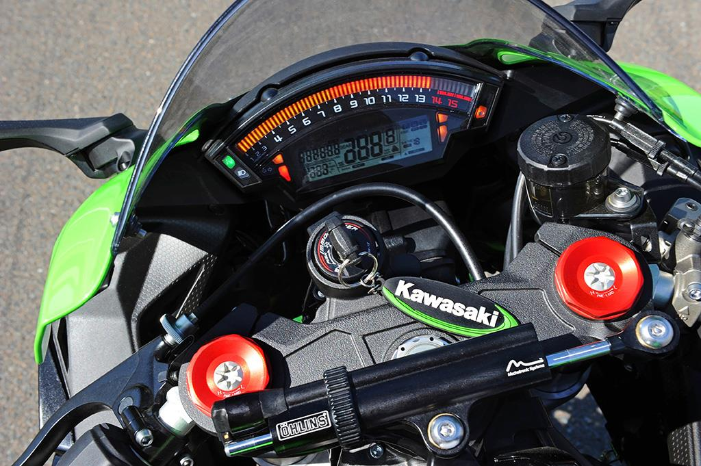The Kawasaki ZX-10R has Showa Balance Free Forks