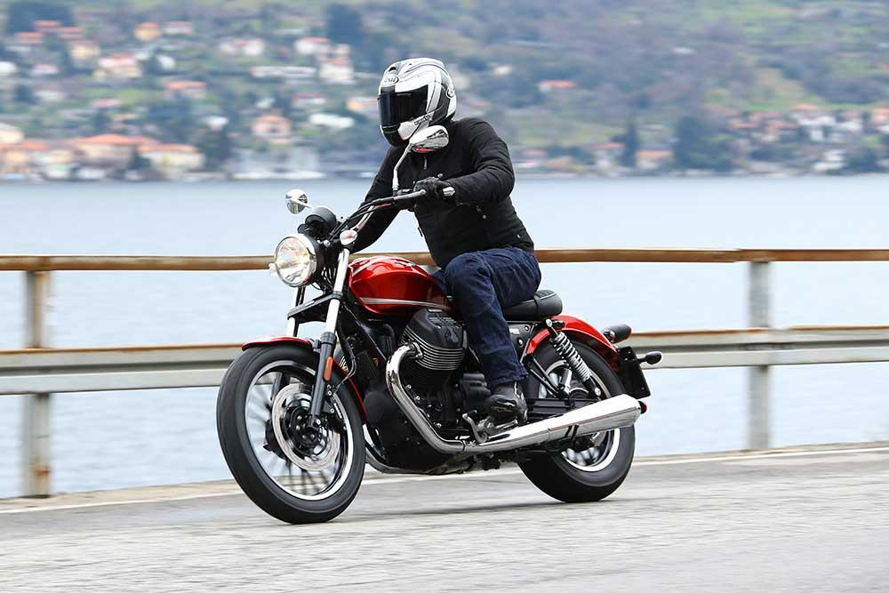 launch moto guzzi v9 bobber and roamer first ride. Black Bedroom Furniture Sets. Home Design Ideas