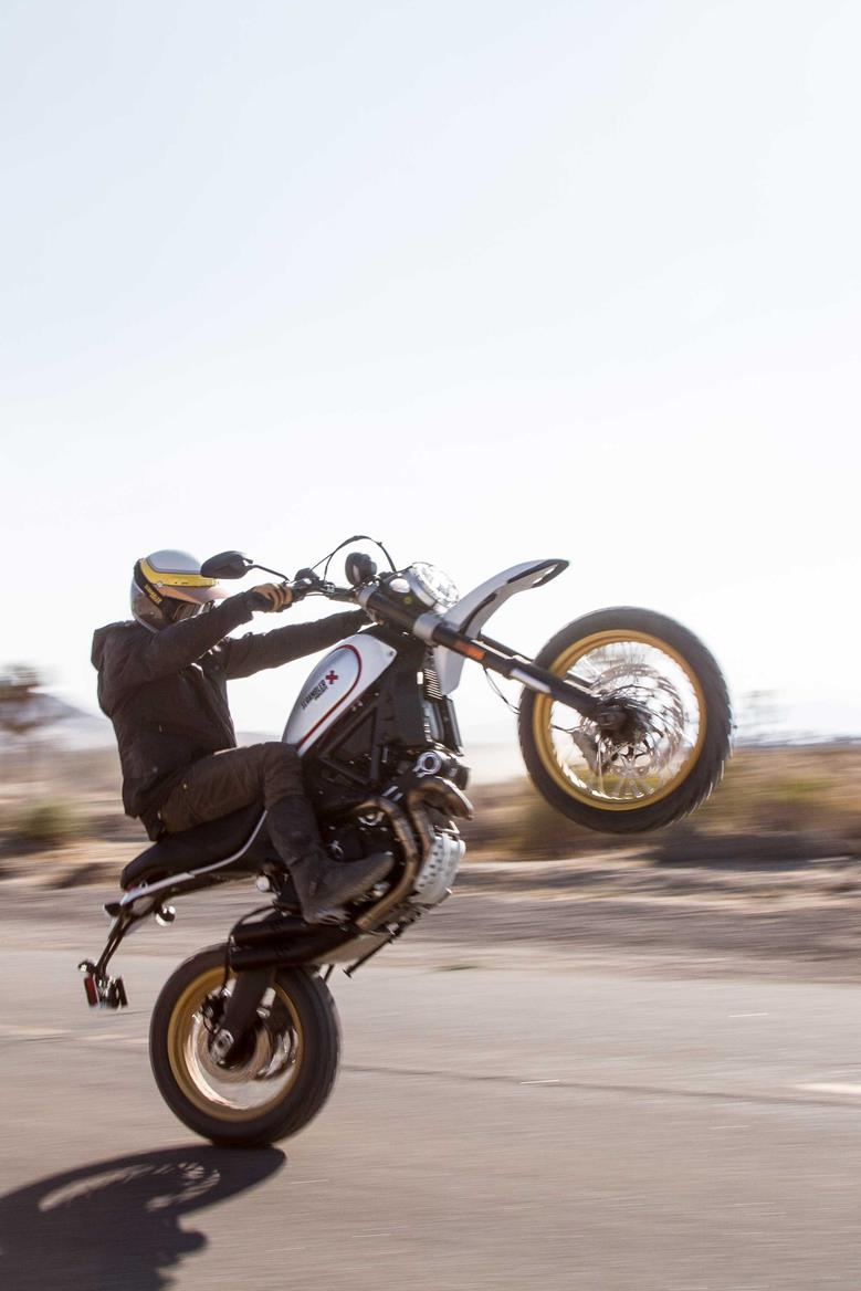 five things we love about the 2017 ducati scrambler desert. Black Bedroom Furniture Sets. Home Design Ideas