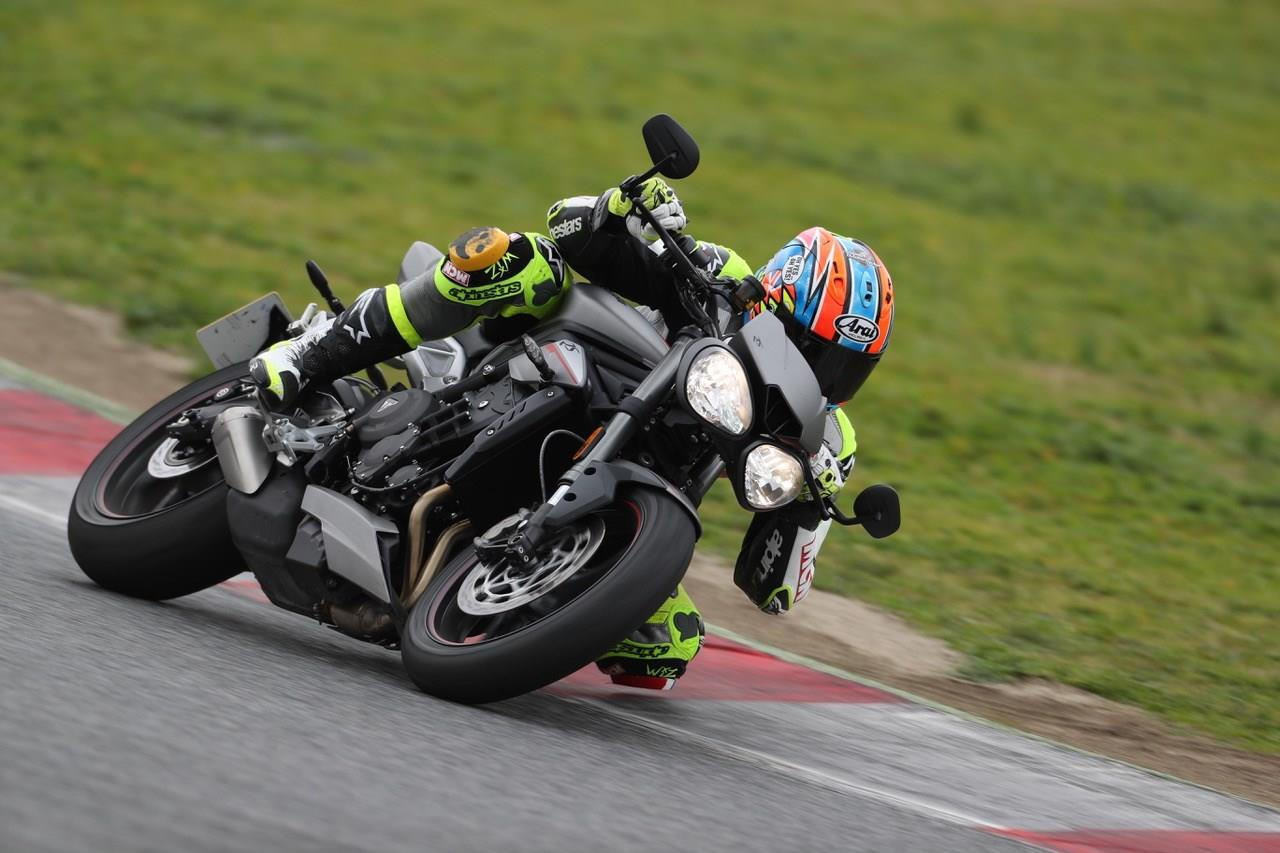 TRIUMPH STREET TRIPLE 765 RS (2017-on) Review | MCN