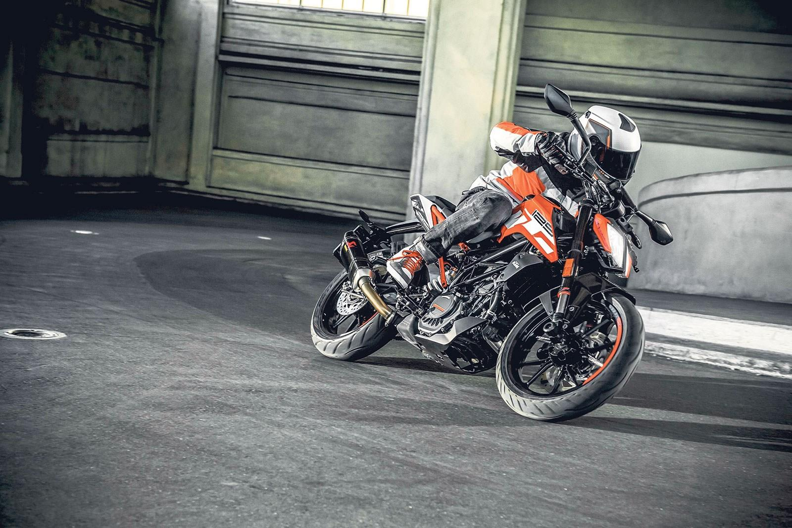 first ride of funky new ktm dukes incoming mcn. Black Bedroom Furniture Sets. Home Design Ideas