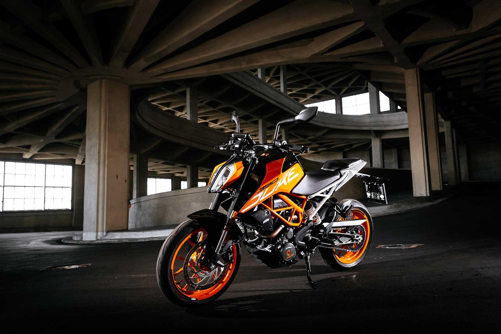 ktm 390 duke 2017 on review mcn. Black Bedroom Furniture Sets. Home Design Ideas