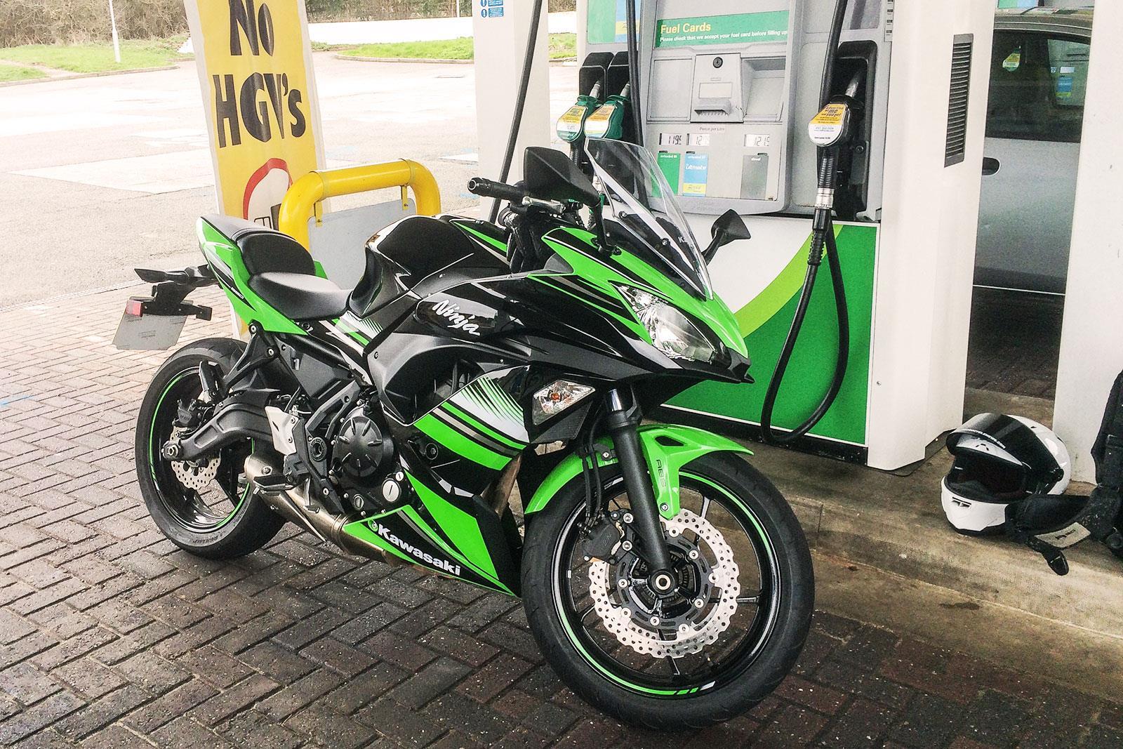 Kawasaki Ninja 650 fuel stop