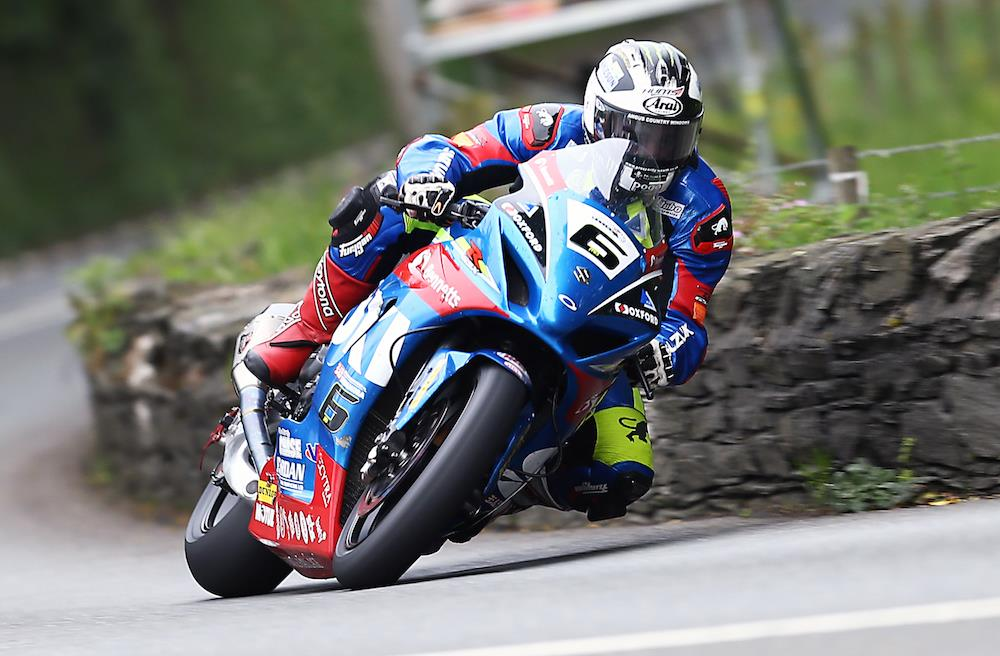 IOMTT 2017: Michael Dunlop blazes to victory in Supersport Race 1