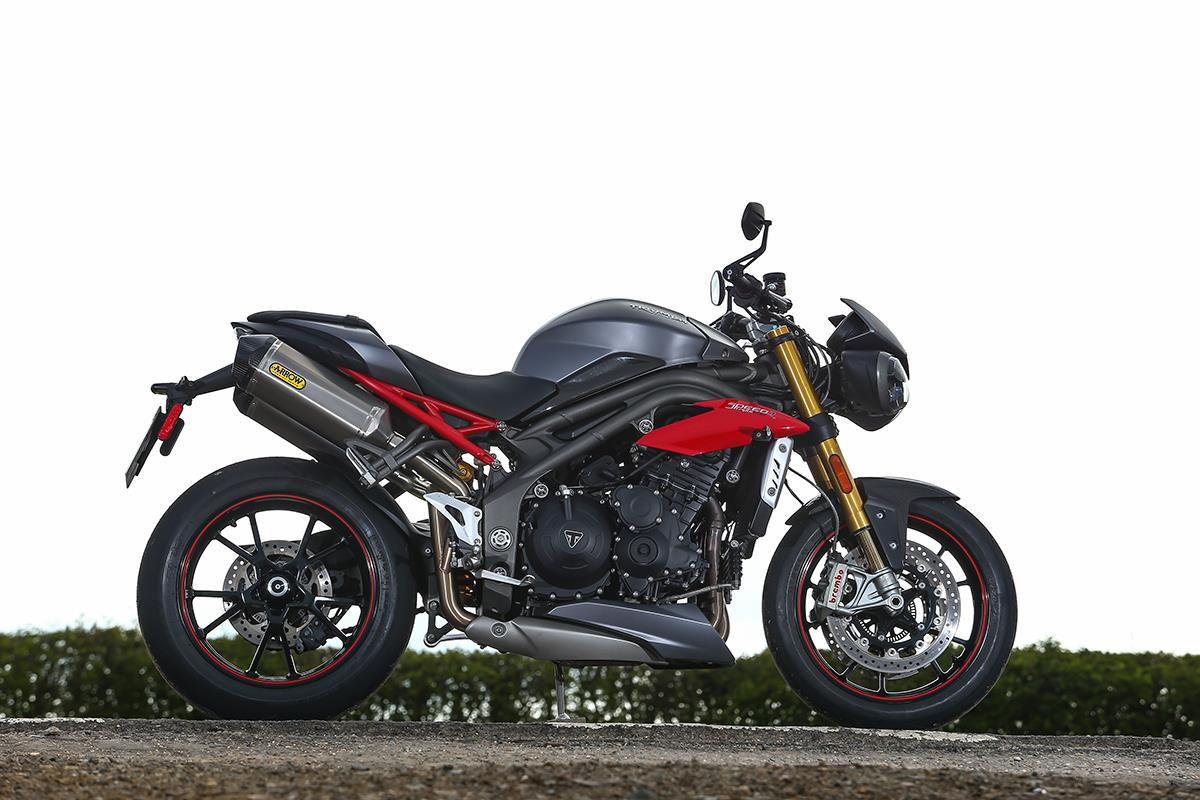 gallery triumph speed triple vs street triple 765 rs mcn. Black Bedroom Furniture Sets. Home Design Ideas
