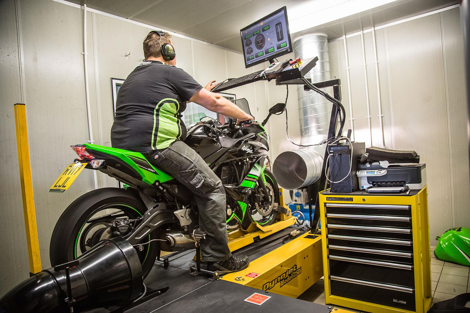 Kawasaki Ninja 650 on the dyno