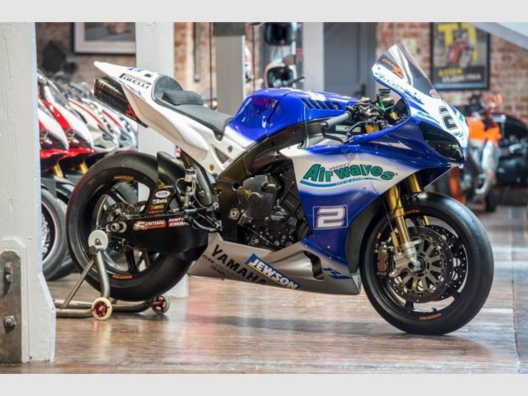 Leon Camier's Yamaha R1 BSB bike