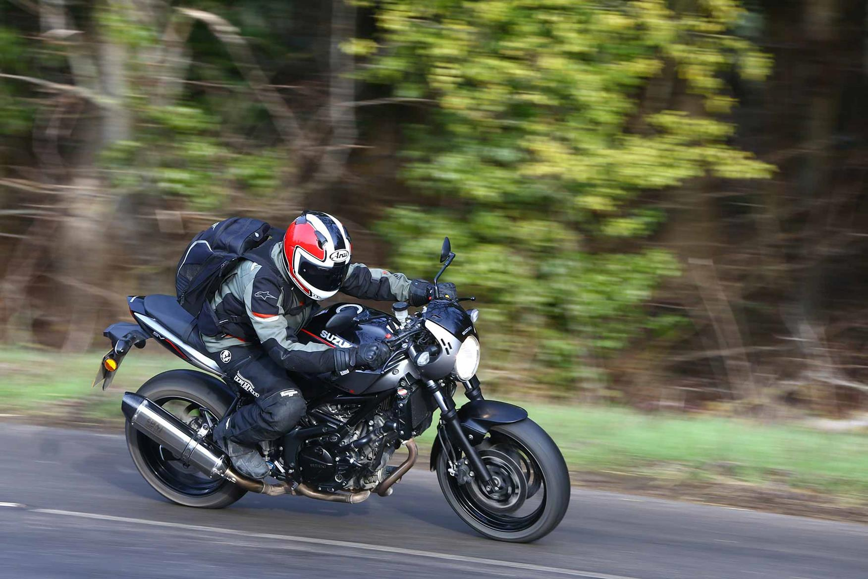 Cornering on the Suzuki SV650X