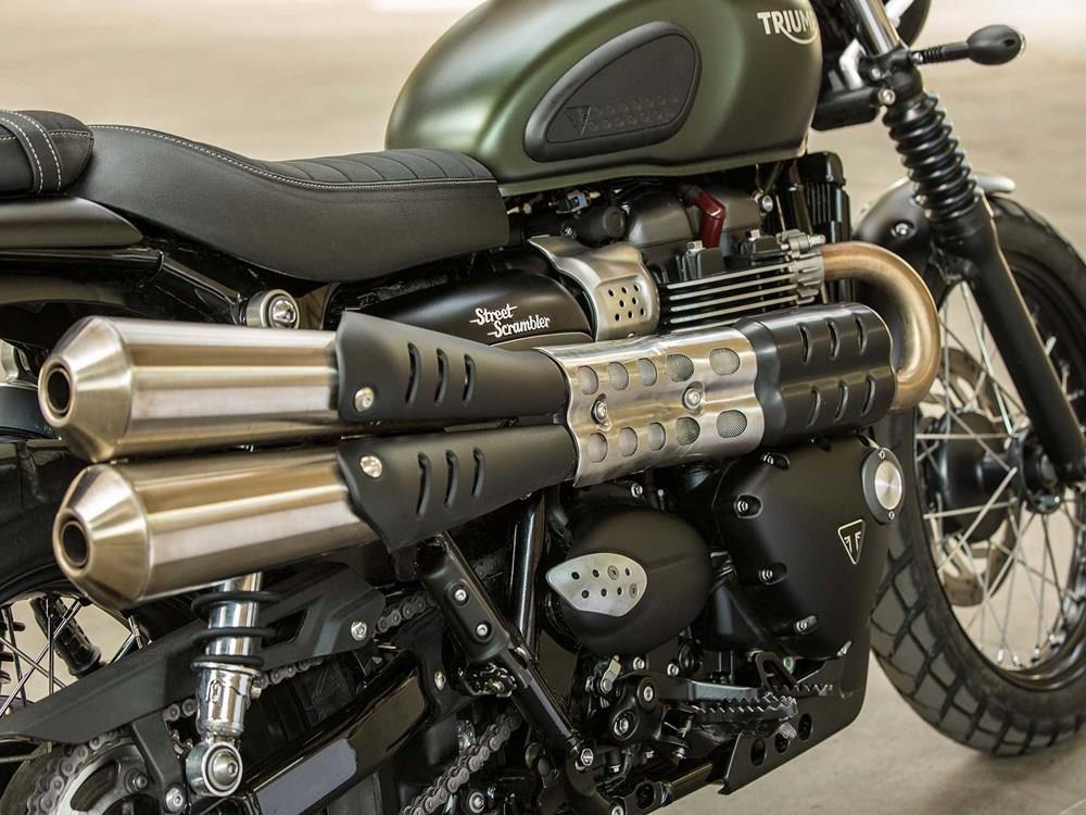 2017 Triumph Street Scrambler A Close Up Of The Exhausts