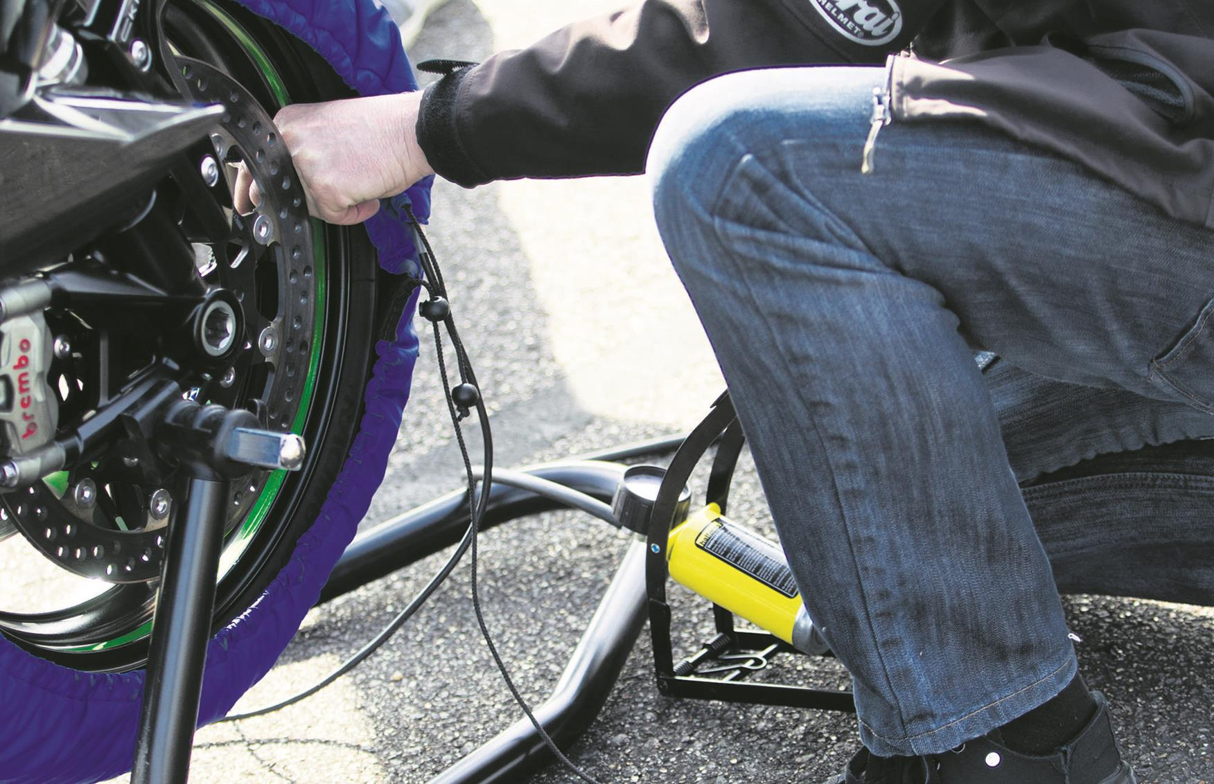 Tyre warmers can be useful, but are not needed