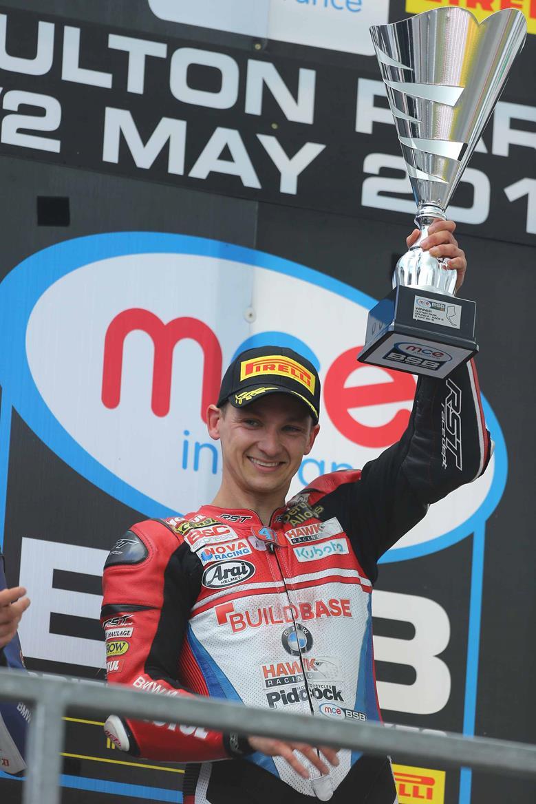 Richard Cooper wins at Oulton Park