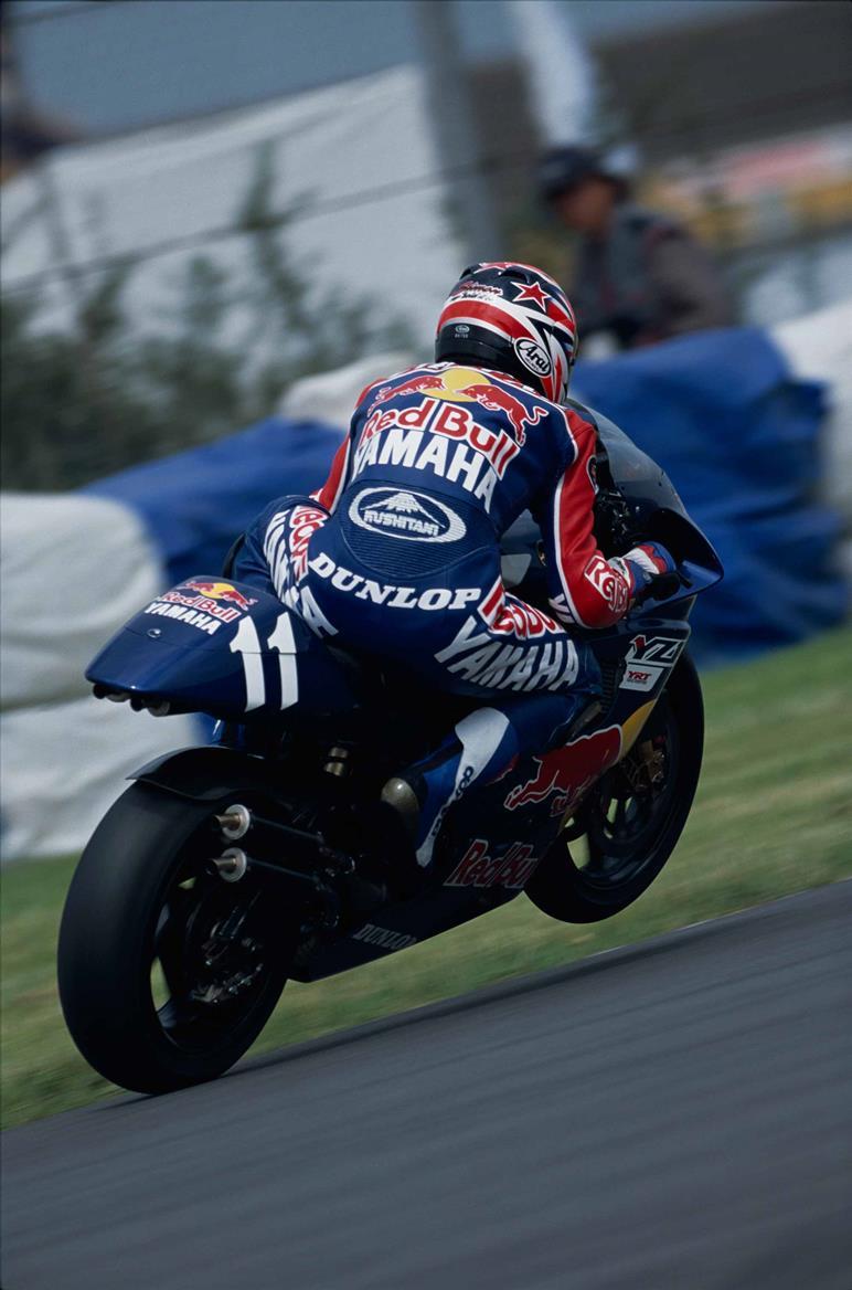 Simon Crafar on the way to victory at the 1998 British Grand Prix