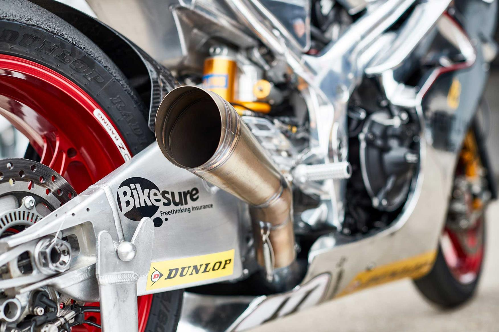 The race set up V4 Norton SG7 seemed pretty loud, until the Manx fired up