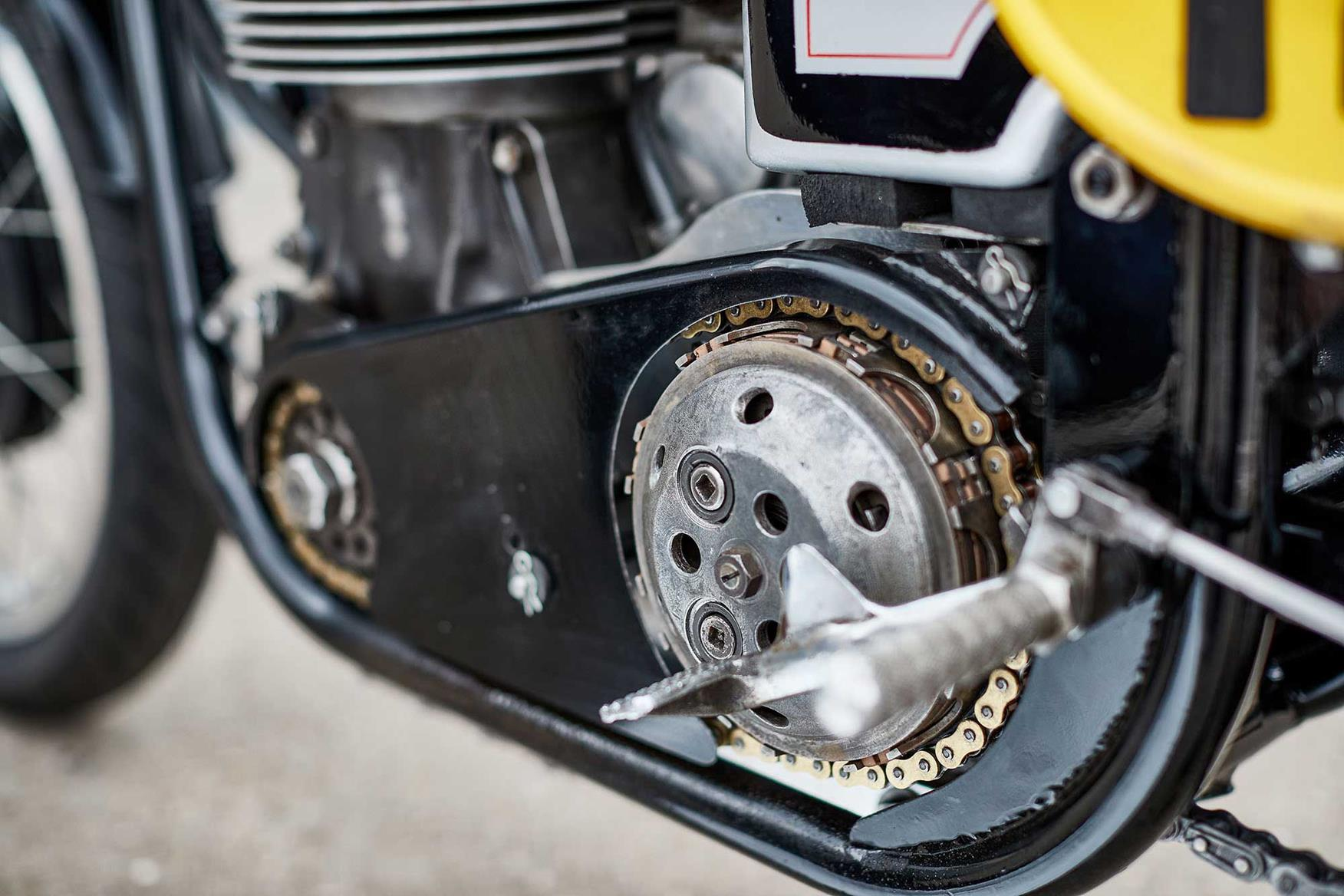 It's easy to see why early Norton racers rode on the clutch