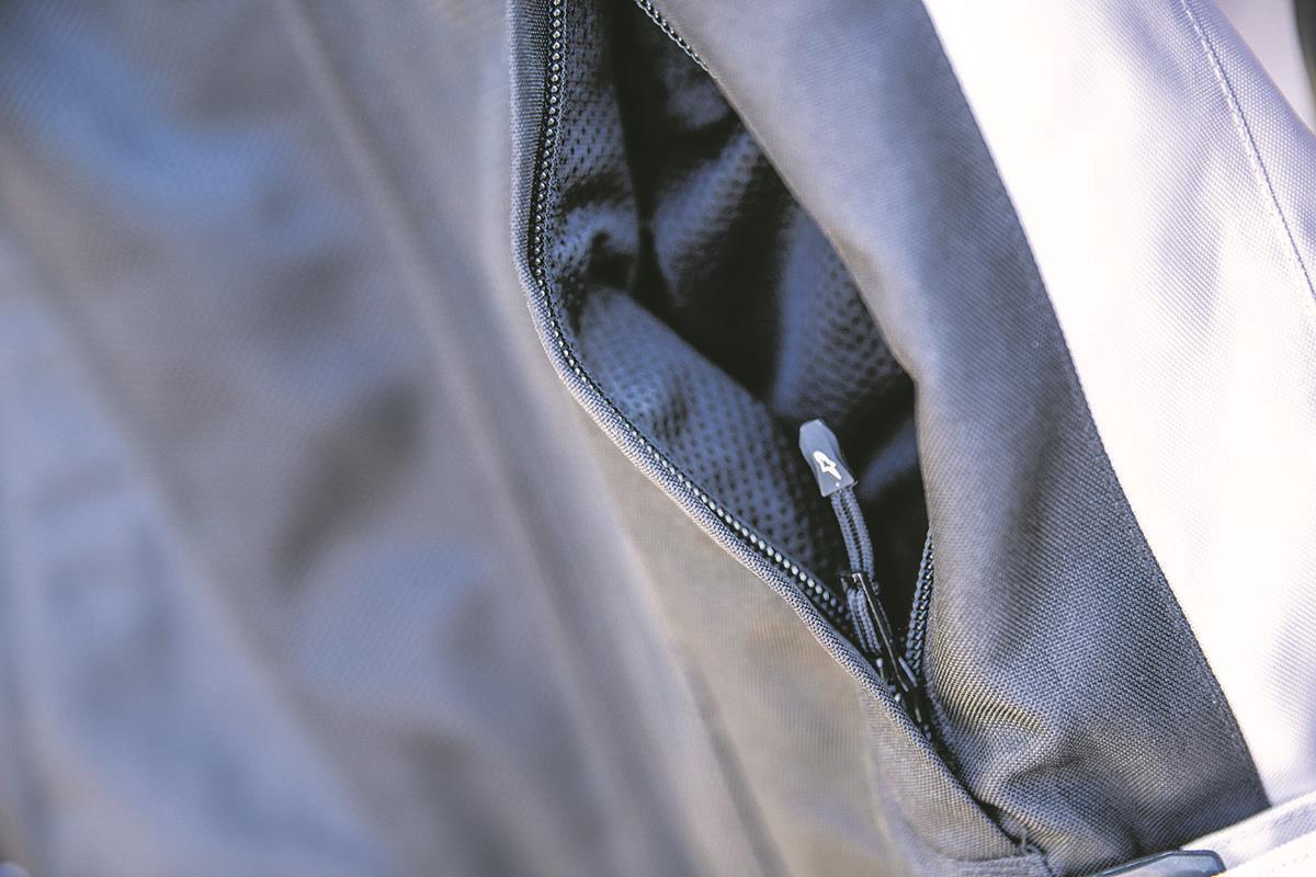 Alpinestars mesh lining in pocket
